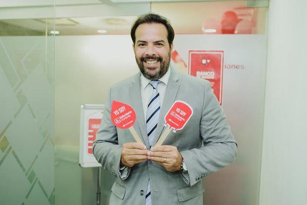 Ricardo Sharp, gerente sucursal Banco Caribe de Downtown Center.