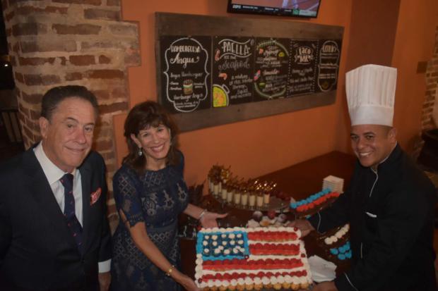 Richard Bernstein y su esposa Robin Bernstein el Chef del Hodelpa Nicolàs de Ovando