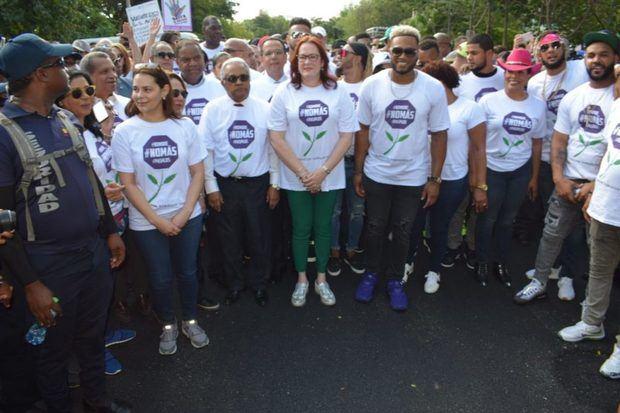 Mujeres marchan contra la violencia, convocadas por Robinson Canó