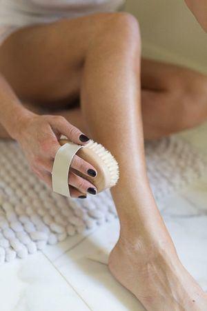 El Brushing corporal activa la microcirculación y potencia el sistema inmune.