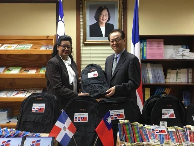 Embajador de Taiwán y senadora Cristina Lizardo apoyan iniciativas de educación