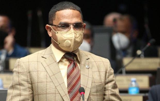 El diputado Sadoki Duarte, en riesgo de expulsión del PRM tras agredir policía