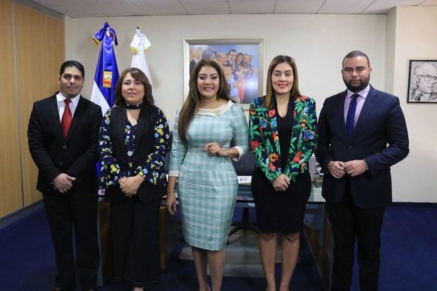 Samir Saba, Emelyn Baldera, Robiamny Balcácer, y July Pimentel  y Edgar Bismark Lantigua.