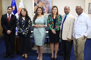 Samir Saba, Emelyn Baldera, la ministra de la Juventud Robiamny Balccer, Y ljuly Pimentel.