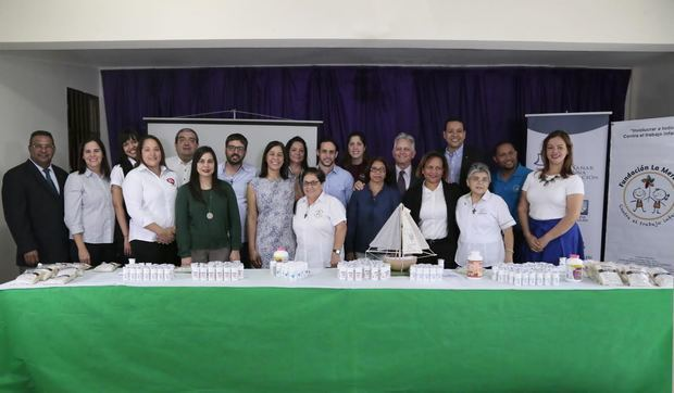 Representantes de Sanar una Nación e instituciones beneficiadas.
