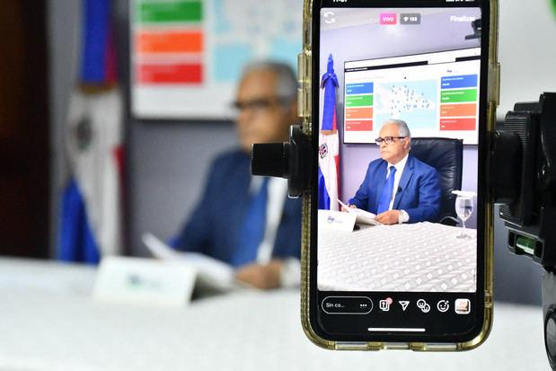 Ministro de Salud Pública, Rafael Sánchez Cárdenas, al ofrecer detalles del boletín especial.