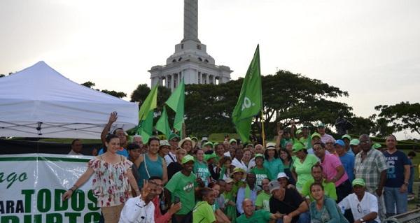 Marcha Verde instala campamento frente al monumento de Santiago