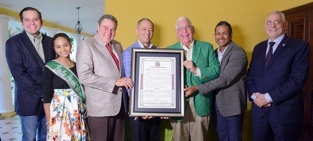 Senadores entregan resolución de felicitación a Estrellas Orientales campeones pasado torneo de béisbol