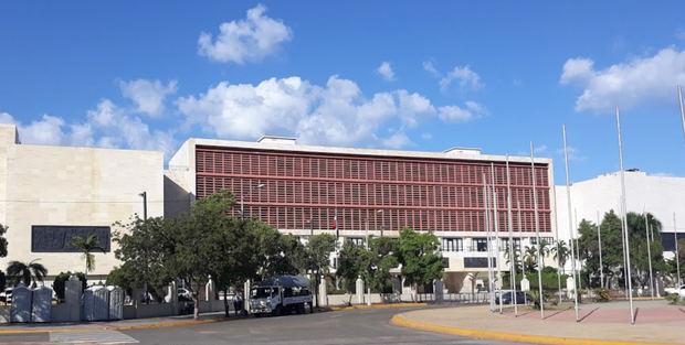 El Senado suspende las labores de esta semana tras casos de coronavirus