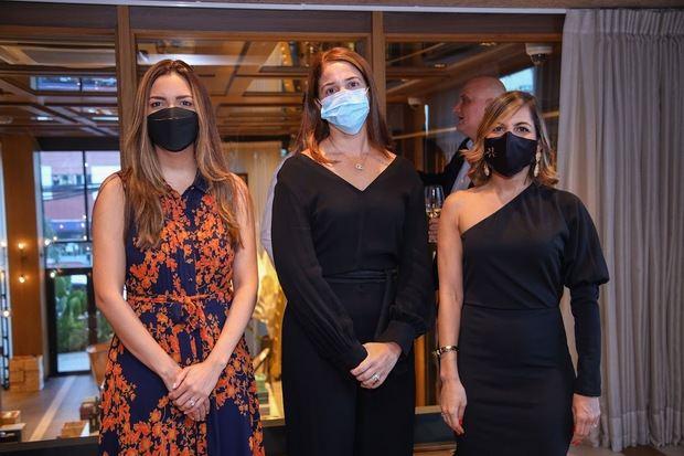 Sol Disla, Anyarlene Bergés y  Idalise Camilo.