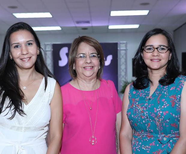Amelia Bretón, Thelma Oriach y Carla Bretón.
