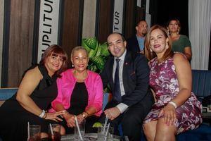 Alexandra Orozco, Susana Susana, Amaury Lara y Karina Estévez.