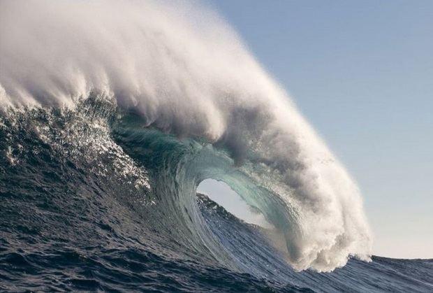 Las olas gigantes cada vez recurrentes y de mayor volumen