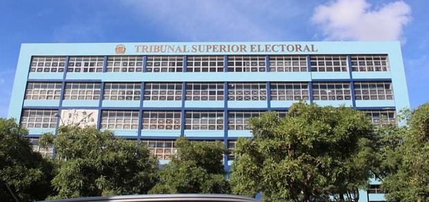 ribunal Superior Electoral (TSE) se declaró este martes incompetente para conocer una demanda del Frente Amplio en contra del presidente, Danilo Medina e Iris Guaba.