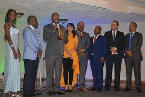 Teodoro Adon, recibe el máximo galardón Munícipe del Año en II Premios Santo Domingo Oeste