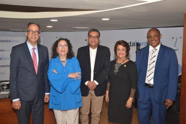 José Mármol, Edda Armas, autora; Jochy Herrera, Verónica Sención y Mateo Morrison.
