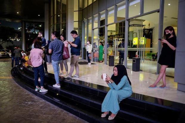Un muerto, 4 heridos y más de 1.000 desplazados por un terremoto en Indonesia