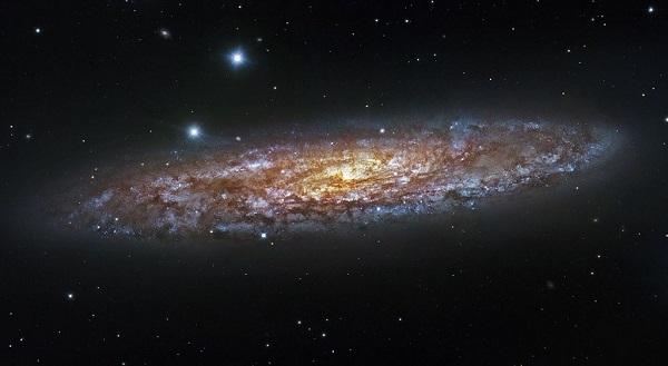 Un potente quásar polvoriento, surgido de una fusión de galaxias