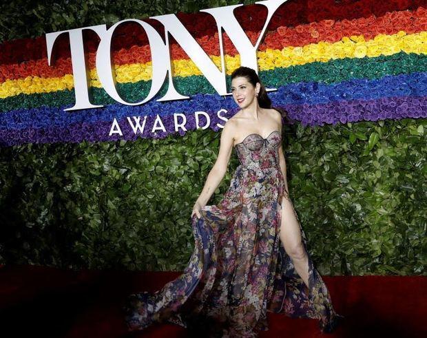 Una alfombra roja y también arcoiris para los premios Tony