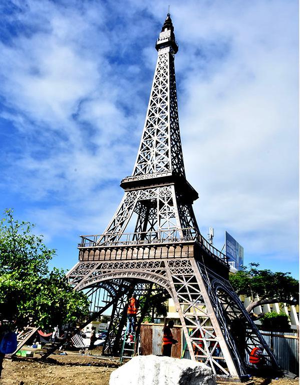 """Diputado ve """"inaceptable"""" se gasten 11 millones pesos traslado """"Torre Eiffel"""""""