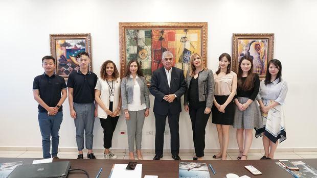 Delegación oriental que visita el país junto a miembros del Ministerio de Turismo y MITUR.
