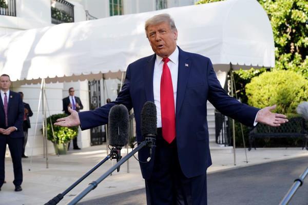 """Trump regaña a la prensa: """"No usar fuentes anónimas"""""""