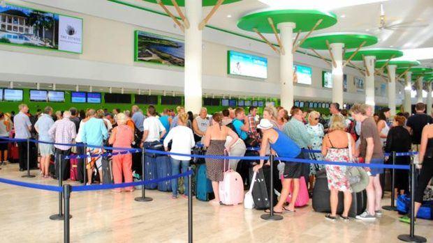 Más de 93 mil turistas repatriados después suspensión de vuelos a RD