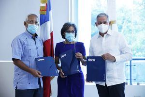 Angel Hernadez, María Yudelka Flores y Cristian Reyna, firmantes de las alianza UAPA, FONDESA y BANFONDESA.