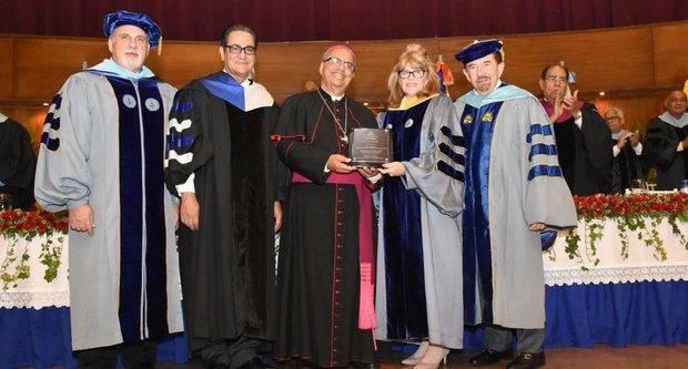 Docentes obtienen títulos de Universidad Nova Southeastern de la Florida