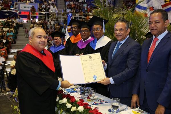UASD inviste a 25 graduados en maestría en Gobierno y Gestión Pública Local