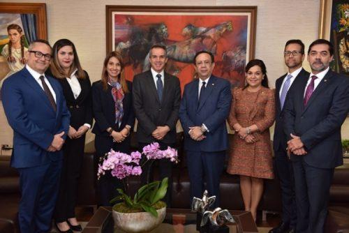 Presidente regional de VISA visita a Gobernador Banco Central de la RD