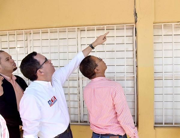 Andrés Navarro supervisa escuelas afectadas por sismos