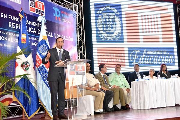 Andrés Navarro lleva República Digital a liceos de Santiago
