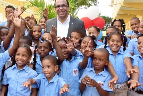 Andrés Navarro da inicio a mejoramiento de escuelas y politécnicos en Dajabón