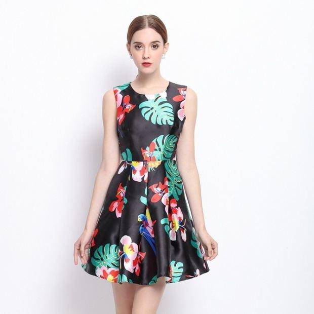 Las flores adoran vestido corto.