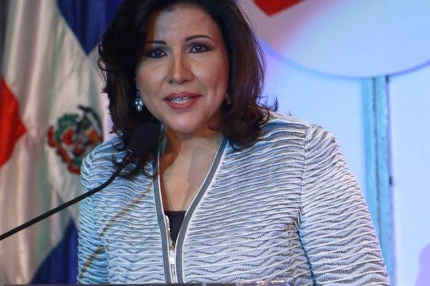 Cedeño de Fernández resta validez a encuesta da favorito a Abinader
