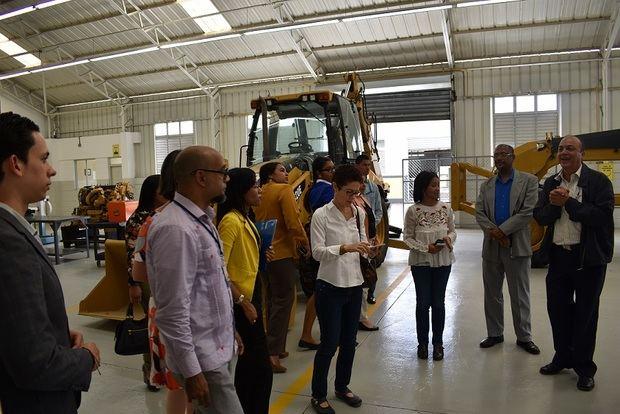 Misión del BID realiza visitas por liceos de formación técnico profesional