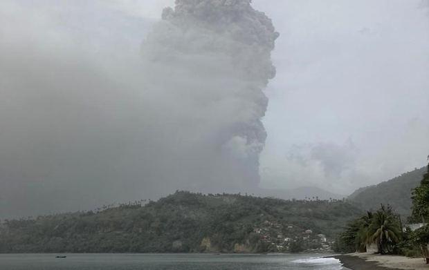 Onamet: cenizas del volcán La Soufriere no alcanzarán el país por el momento