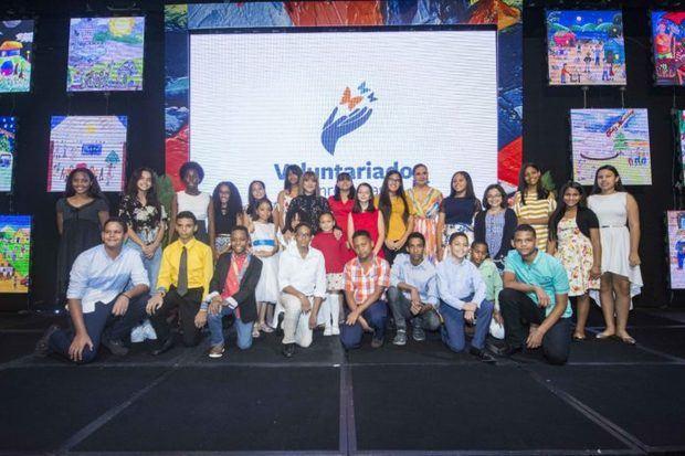 El Voluntariado Banreservas premia a los ganadores de la 50º edición del Concurso de Pintura Infantil Navideño