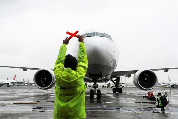 Salud y Turismo piden suspender vuelos de Reino Unido ante mutación de virus