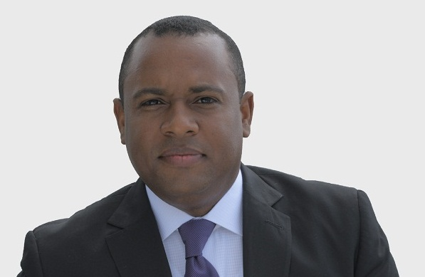 Dirigente comunitario denuncia mal estado de las calles en Santo Domingo Oeste