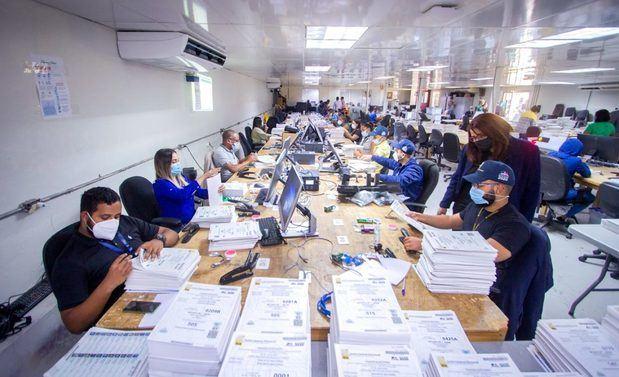 JCE inicia impresión del padrón del exterior para Elecciones del 5 de julio.