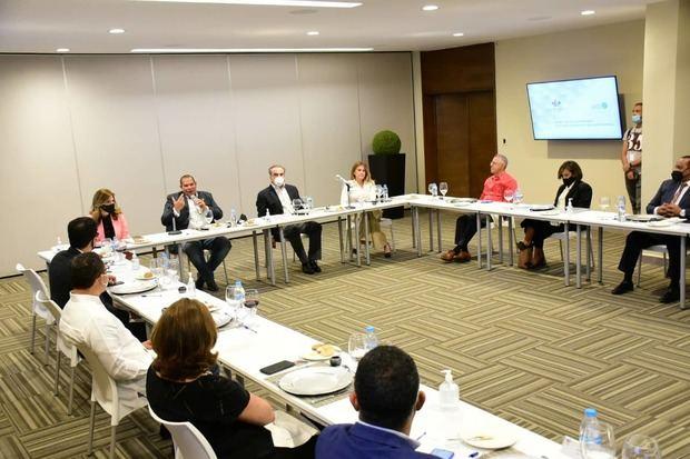 Encuentro de la Asociación de Industrias de la República Dominicana, AIRD y los alcaldes y representantes de los ayuntamientos de la Mancomunidad del Gran Santo Domingo.