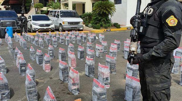 Autoridades se incautan de 615 paquetes de cocaína en 2 operaciones marítimas