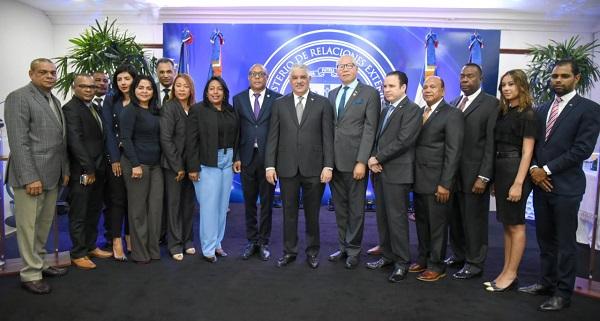 Funcionarios presentes en el acuerdo interinstitucional