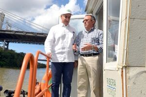 el presidente del grupo Martí, Carlos José Martí, y el Ministro de Medio Ambiente y Recursos Naturales, Ángel Estévez .