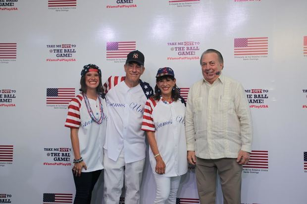 Julia Bernstein, Richard Bernstein, Robin Bernstein, embajadora de EE.UU. y Eduardo Selman, Ministro de Cultura