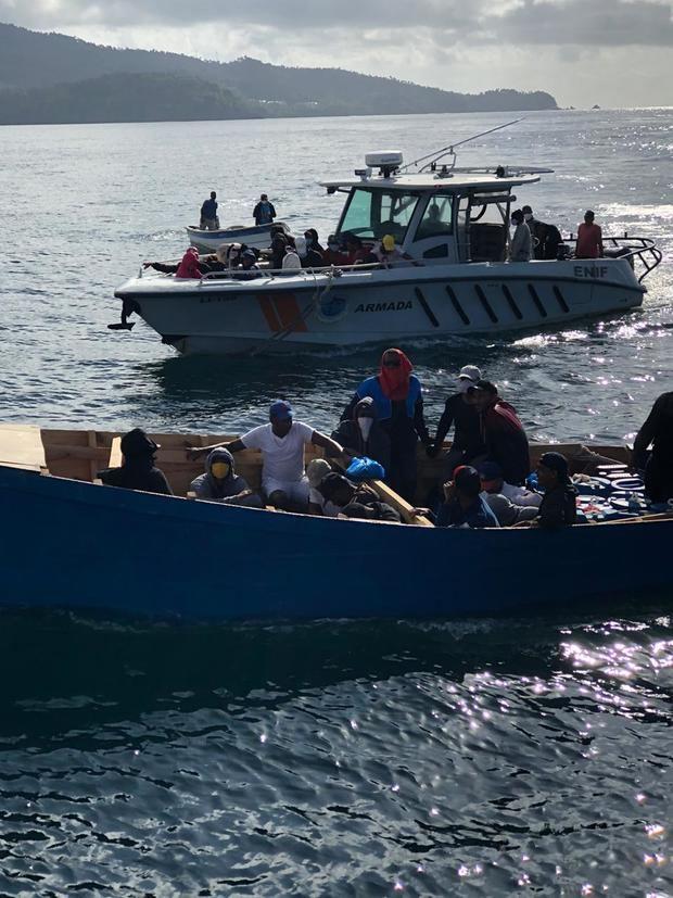 Armada intercepta viaje ilegal.