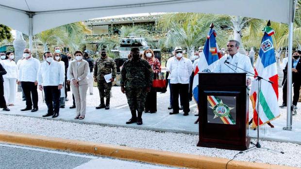 Presidente promete dignificar a militares y sus familias durante su visita a Barahona