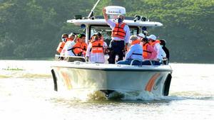 Presidente Luis Abinader realiza recorrido por los ríos Ozama e Isabela.